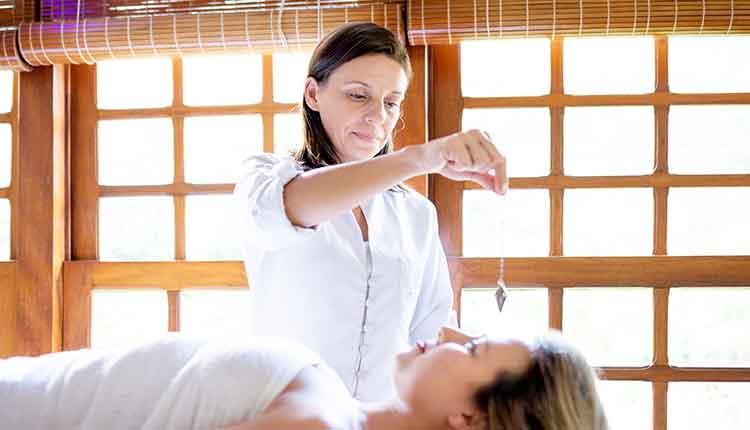 Therapist using pendulum to make diagnosis